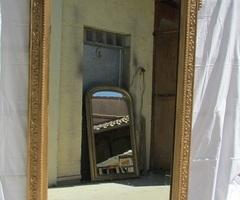 Beau miroir doré de style Louis XVI , vendu