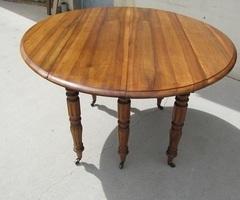Table Louis Philippe , 6 pieds, à rabats , en noyer, vendue