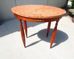 Petite table ovale en merisier art déco