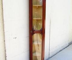 Meuble d'angle , encoignure vitre bombée