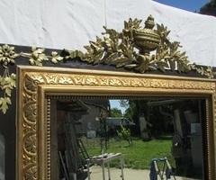 Grand miroir Napoléon III , bois et stuc, noir et or , vendu