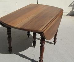 Table ovale à abattant ouvrante, 5 pieds en noyer , vendue
