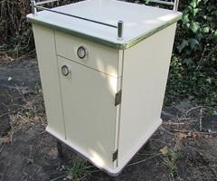 Chevet des années 70 en formica, vendu
