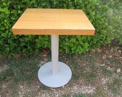 Table à manger , mobilier de restauration