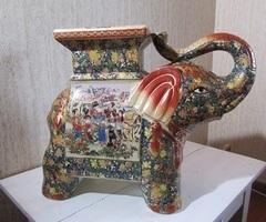 Eléphant céramique chinoise , style Longwy?