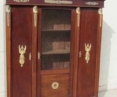 Bibliothèque de style Empire en acajou , vendue