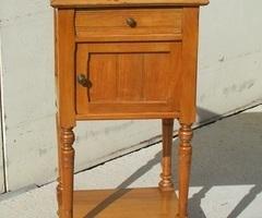 Table de nuit , chevet, époque art nouveau en hêtre , vendu