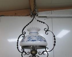 Lampe de couloir en opaline et fer forgé