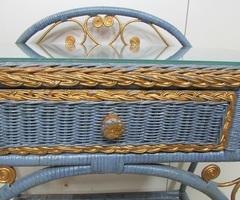Coiffeuse vintage rotin tressé bleue et or