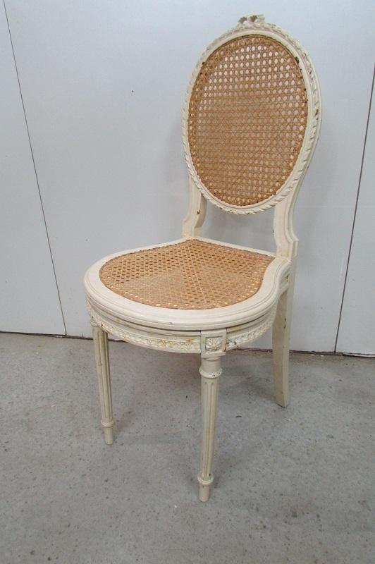 chaise ancienne de style louis xvi