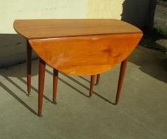 Table ronde 6 pieds, à abattant , ouvrante, en merisier , vendue