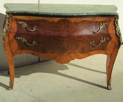 Commode ancienne deux tiroirs, style Louis XV , bombée et galbée , vendue