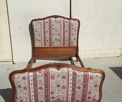 Lit ancien tapissier art déco des années 20-30 en merisier , vendu