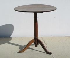 Petit table tripode à plateau basculant , époque Restauration , vendue