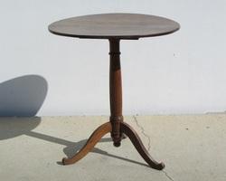 Petit table tripode à plateau basculant , époque Restauration