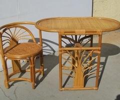 Bureau et sa chaise en rotin, vintage