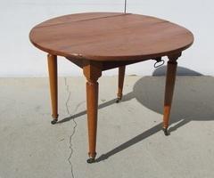 Table de salle à manger à rabats, extensible en merisier,280 €