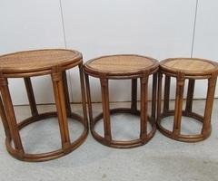 3 tables gigognes, rondes en rotin et bambou , vendues