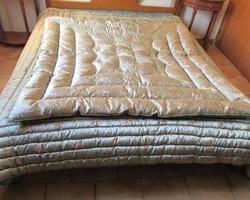 Dessus de lit et edredon assortis vintages plumes et laine