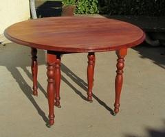 Table ronde extensible à volets sur roulettes en merisier, vendue