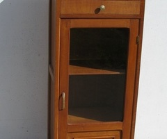 Petite vitrine, style Arbus, en chêne massif