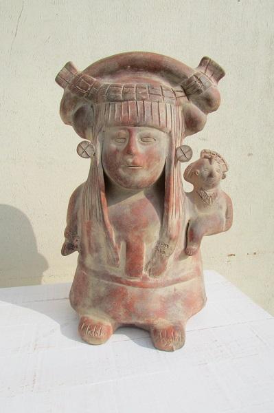 Statuette inca, très déco , mère native et son enfant