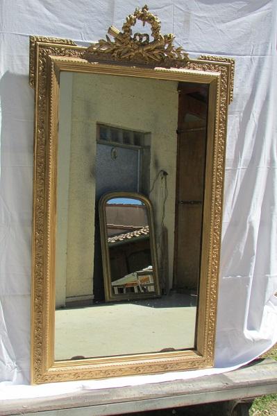 Beau miroir doré Louis XVI