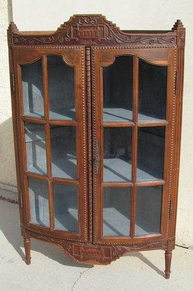 Meuble d'angle , encoignure vitrée, ancienne
