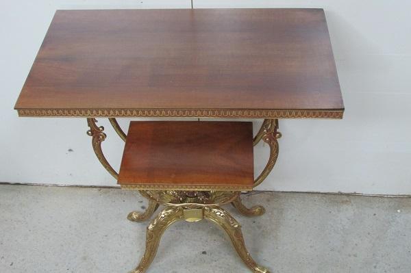 Table console , guéridon pivotant en bronze et noyer