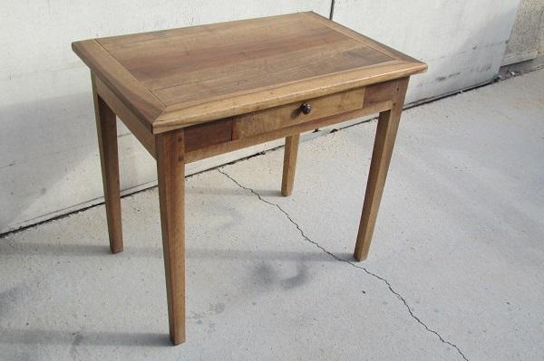 Table d'écriture, bureau plat, ou table de cuisine en noyer