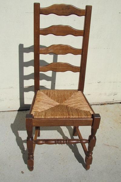 Suite de 6 chaises classiques en très bon état