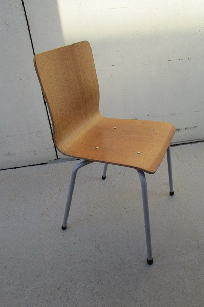 Chaise en bois empilable , chaise de collectivité, 18 en stock