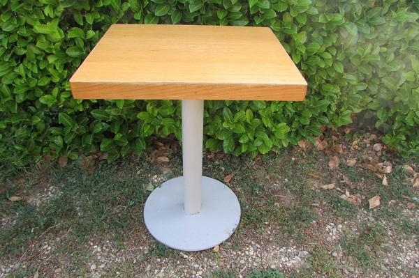 Table , mobilier de restauration, metal et chêne, 1980s