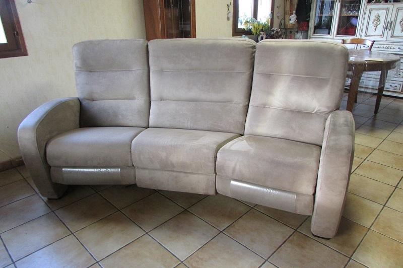 Canapé relax électrique en alcantara de couleur taupe