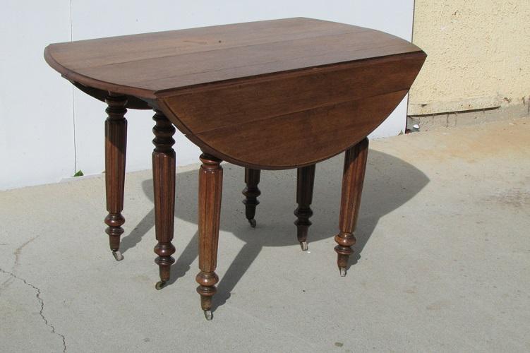 Table ronde à rabats ,ouvrante, 6 pieds en chêne , 1900s
