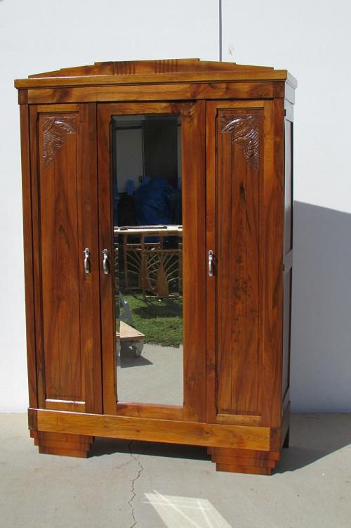Armoire Art Déco , trois portes en noyer