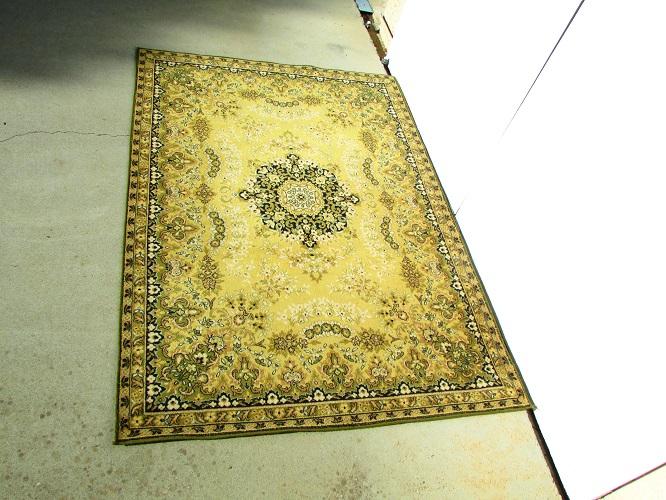 Beau tapis , qualité Chiraz , 240 x 170, vert et or