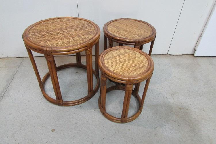 3 tables gigognes, rondes en rotin et bambou