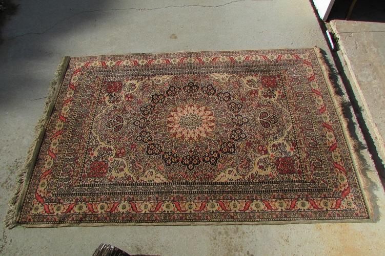 Beau tapis persan, 140 x 200 cm , noué main