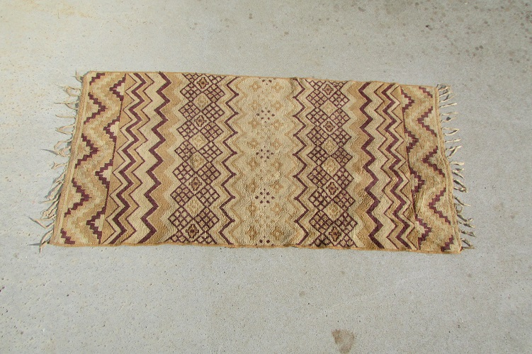 Petit tapis beige et marron, 125 x 65 cm , 85 €