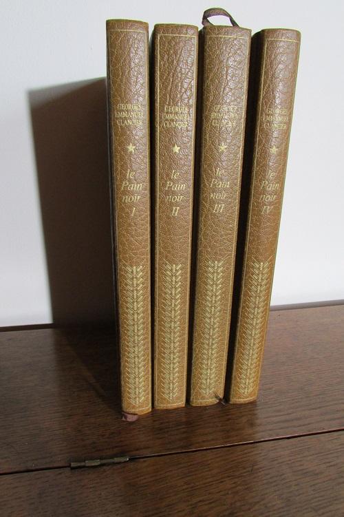 Lot de 4 livres reliés : Le pain Noir de clancier