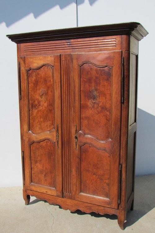 Petite armoire Louis XV en merisier