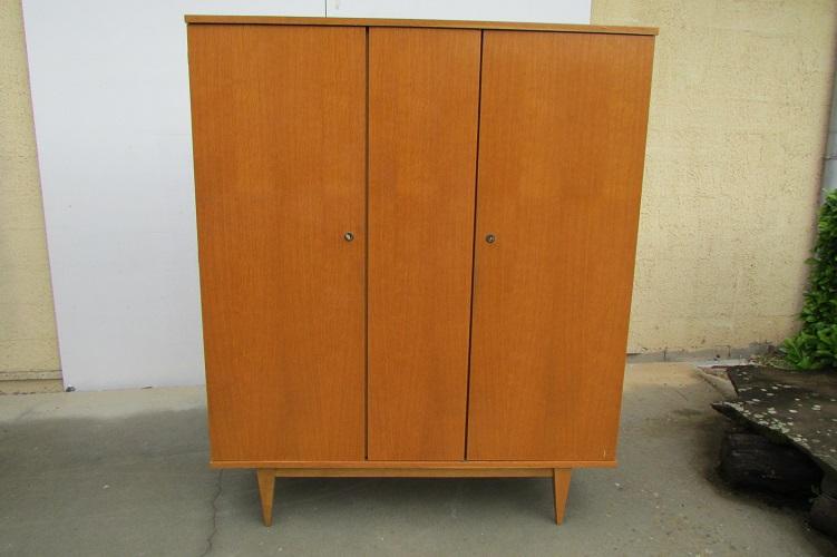 Petite armoire vintage, sobre et discrète