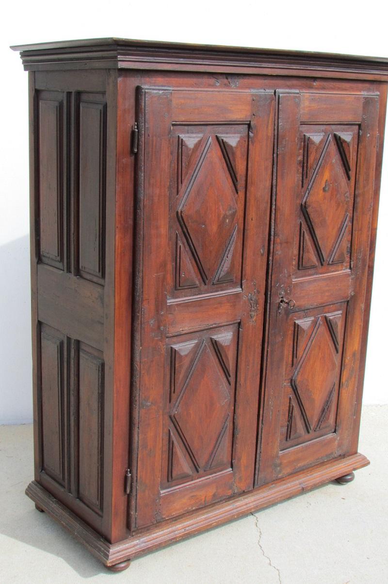 Petite armoire ,buffet Louis XIII, pointes de diamant, 19ème