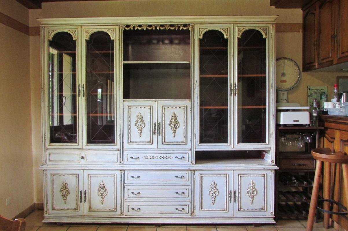 Buffet vaisselier bibliothèque rechampi blanc cassé , style Louis XVI