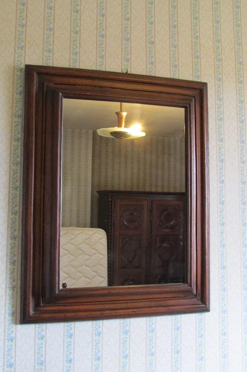 Miroir en bois naturel teinté