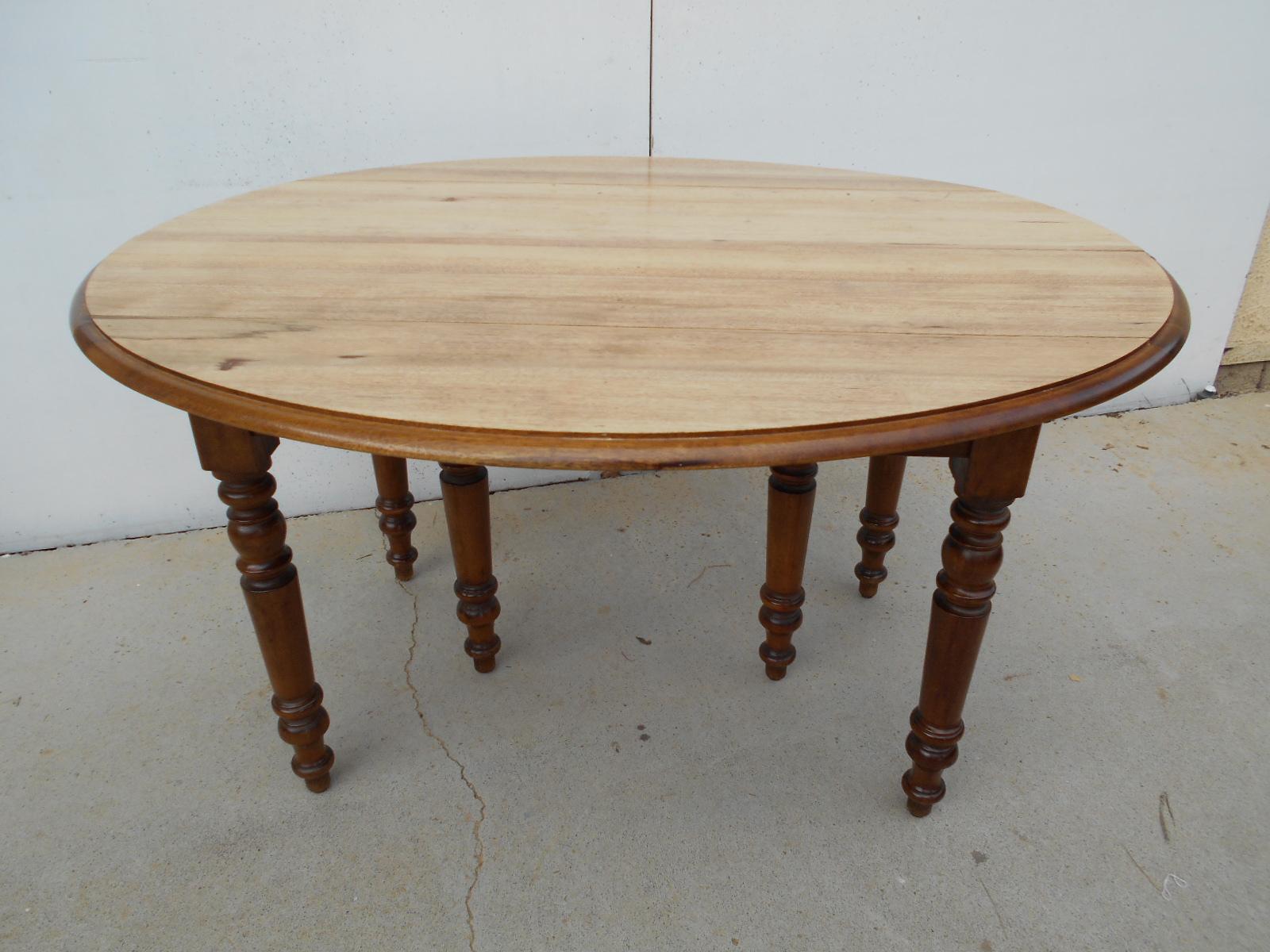 TABLE RONDE 6 pieds, ouvrante jusqu'à 12 à 14 convives